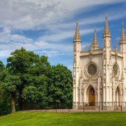 Gothic_Chapel_Peterhof_tonemapped